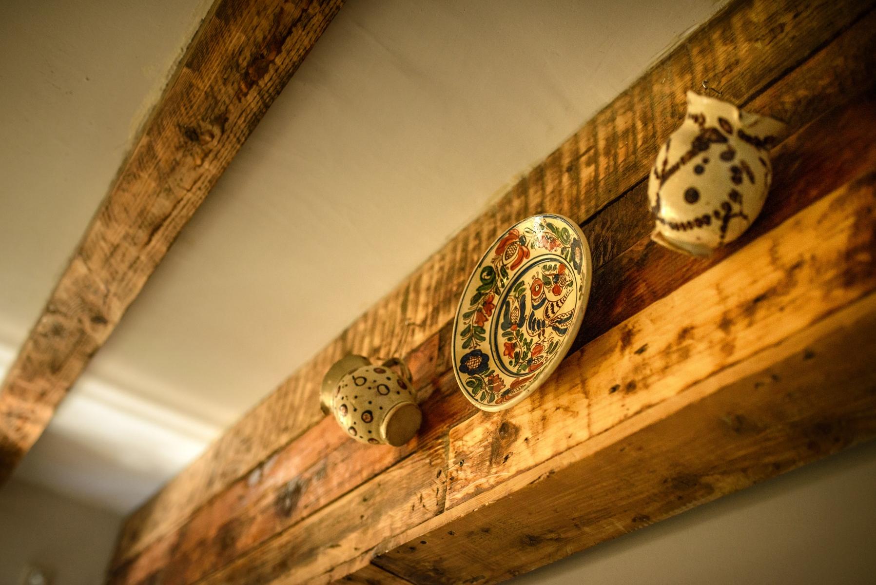 """Ceramică veche săsească pictată manual, """"Cuibul de la Mare"""", cazare pensiune Corbu"""