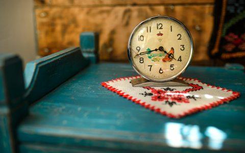 "Ceas vechi decorativ, ""Cuibul de la Mare"", cazare pensiune Corbu"