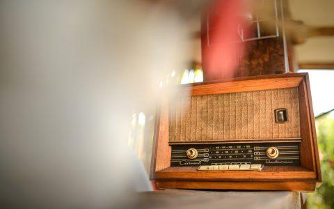 "Radio vechi terasă, ""Cuibul de la Mare"", cazare pensiune Corbu"