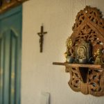 """Detaliu poliţă veche trandafir, """"Cuibul de la Mare"""", cazare pensiune Corbu"""